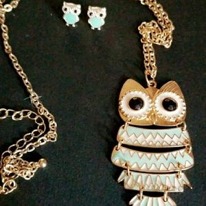 Owl necklace ans matching stud earrings